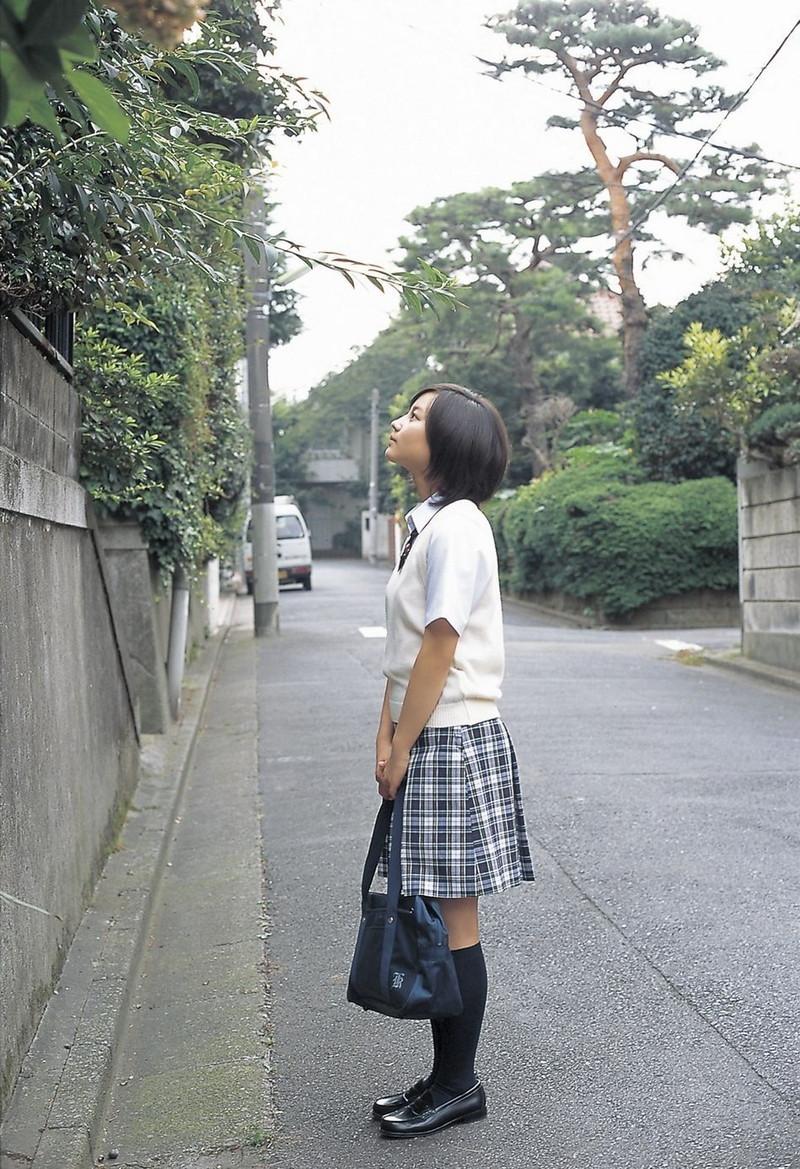 【堀北真希お宝画像】中2でスカウトされた美少女タレントの懐かしいグラビア写真 72