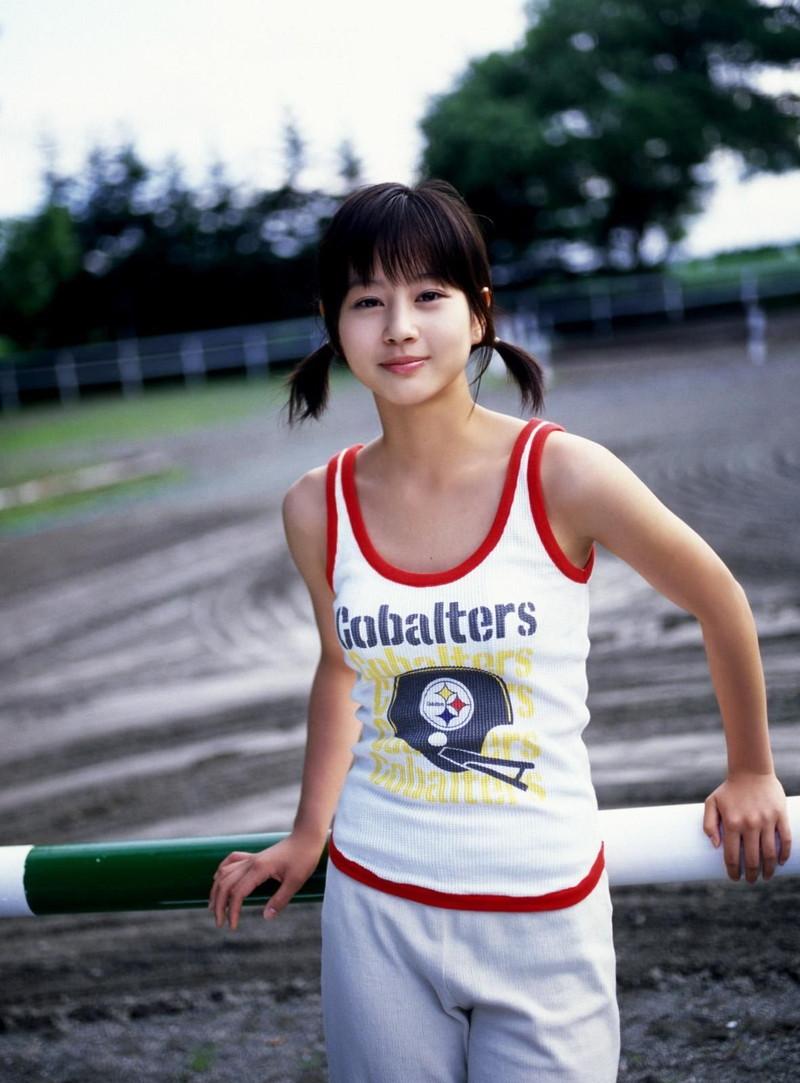 【堀北真希お宝画像】中2でスカウトされた美少女タレントの懐かしいグラビア写真 73