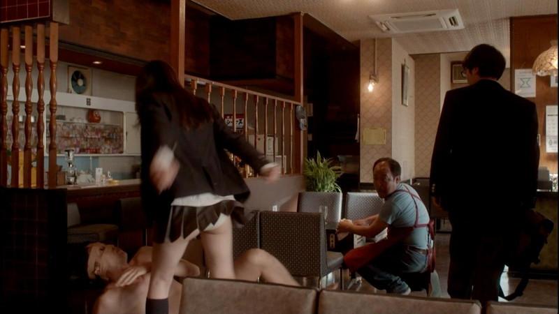 【真野恵里菜キャプ画像】元ハロプロアイドルのキス顔やパンチラアクションが萌えるw 08