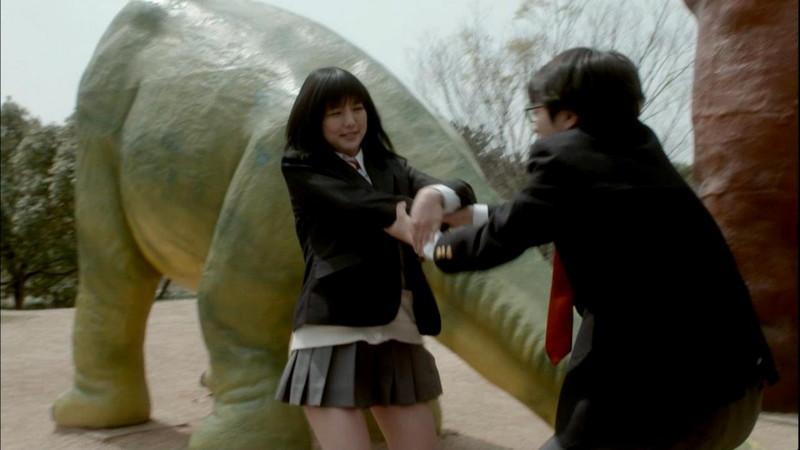 【真野恵里菜キャプ画像】元ハロプロアイドルのキス顔やパンチラアクションが萌えるw 11