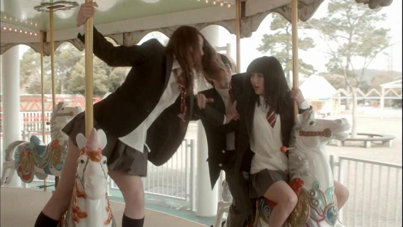【真野恵里菜キャプ画像】元ハロプロアイドルのキス顔やパンチラアクションが萌えるw 23