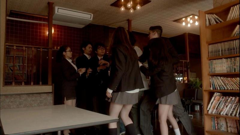 【真野恵里菜キャプ画像】元ハロプロアイドルのキス顔やパンチラアクションが萌えるw 30