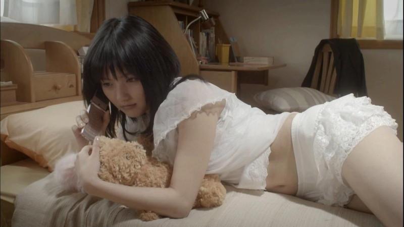 【真野恵里菜キャプ画像】元ハロプロアイドルのキス顔やパンチラアクションが萌えるw 36