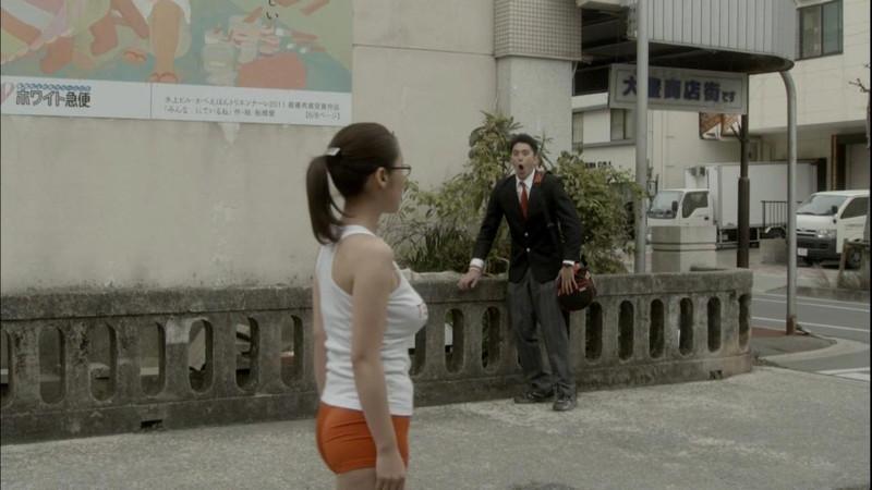 【真野恵里菜キャプ画像】元ハロプロアイドルのキス顔やパンチラアクションが萌えるw 46
