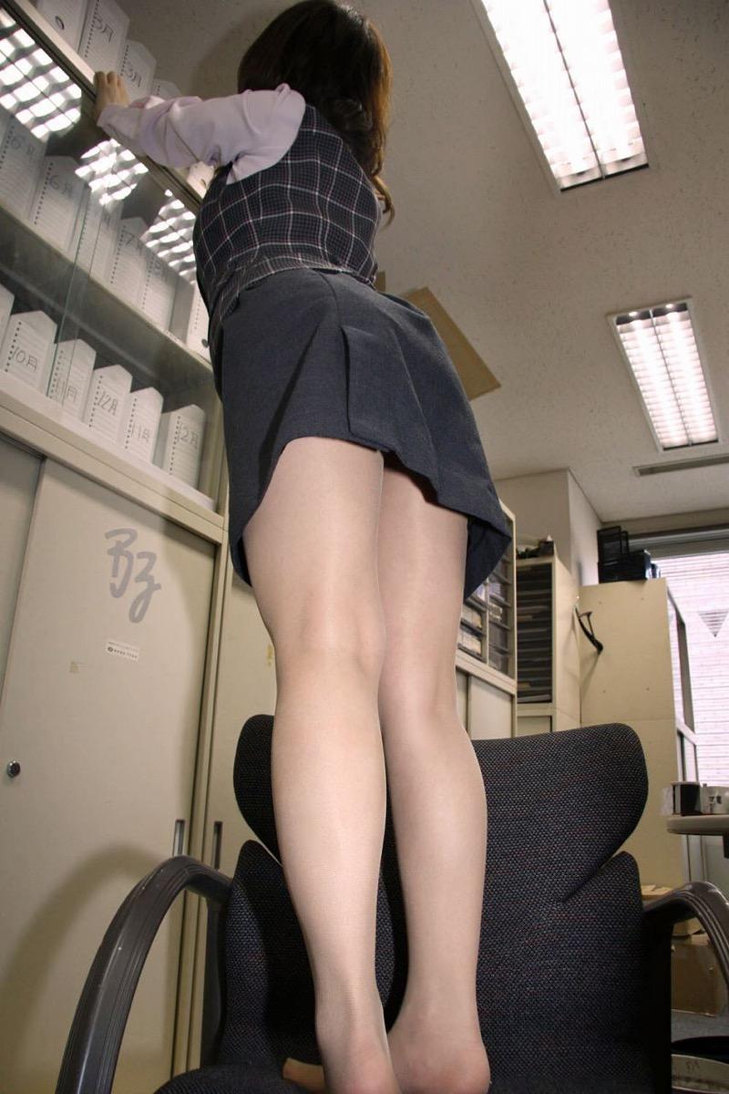 【OLパンストエロ動画】街を歩く制服OLのパンスト美脚を隠し撮り! 08