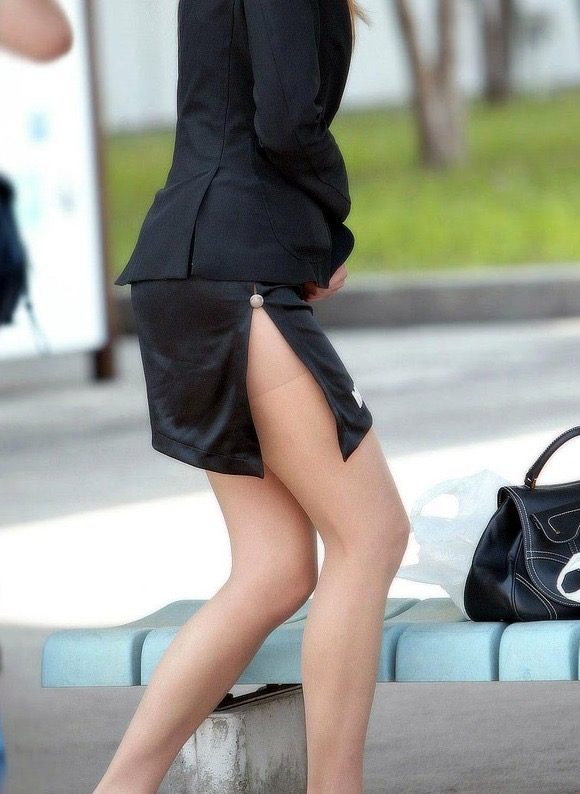 【OLパンストエロ動画】街を歩く制服OLのパンスト美脚を隠し撮り! 11