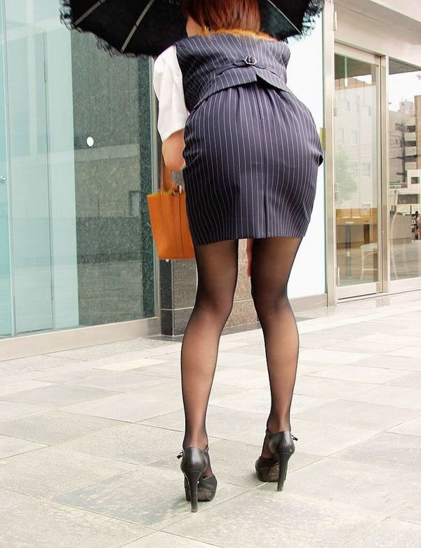【OLパンストエロ動画】街を歩く制服OLのパンスト美脚を隠し撮り! 12