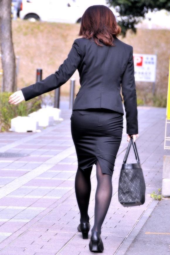 【OLパンストエロ動画】街を歩く制服OLのパンスト美脚を隠し撮り! 27