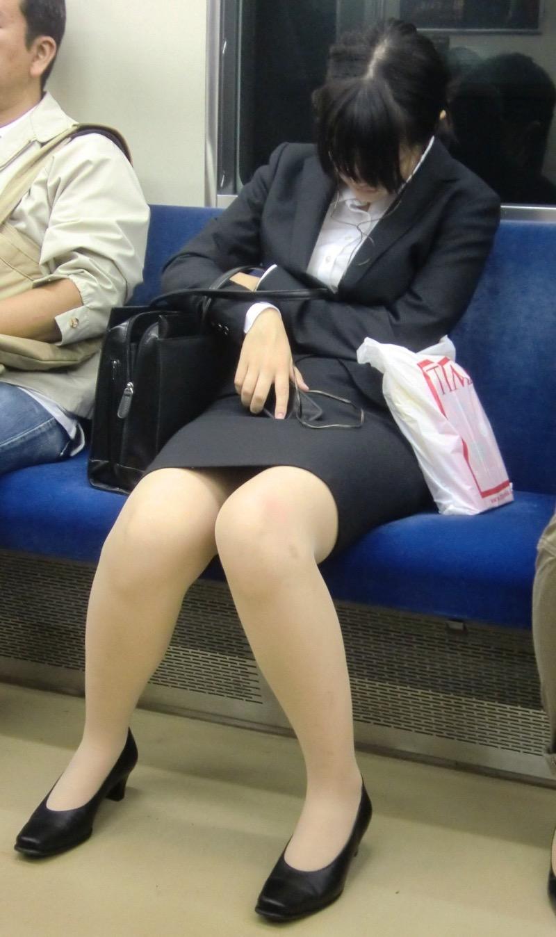【OLパンストエロ動画】街を歩く制服OLのパンスト美脚を隠し撮り! 31