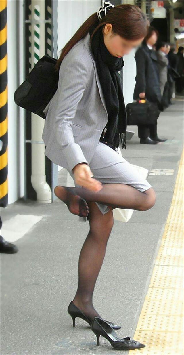 【OLパンストエロ動画】街を歩く制服OLのパンスト美脚を隠し撮り! 41