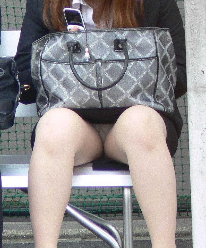 【OLパンストエロ動画】街を歩く制服OLのパンスト美脚を隠し撮り! 58