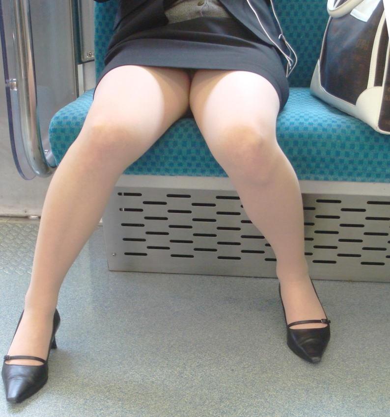 【OLパンストエロ動画】街を歩く制服OLのパンスト美脚を隠し撮り! 70