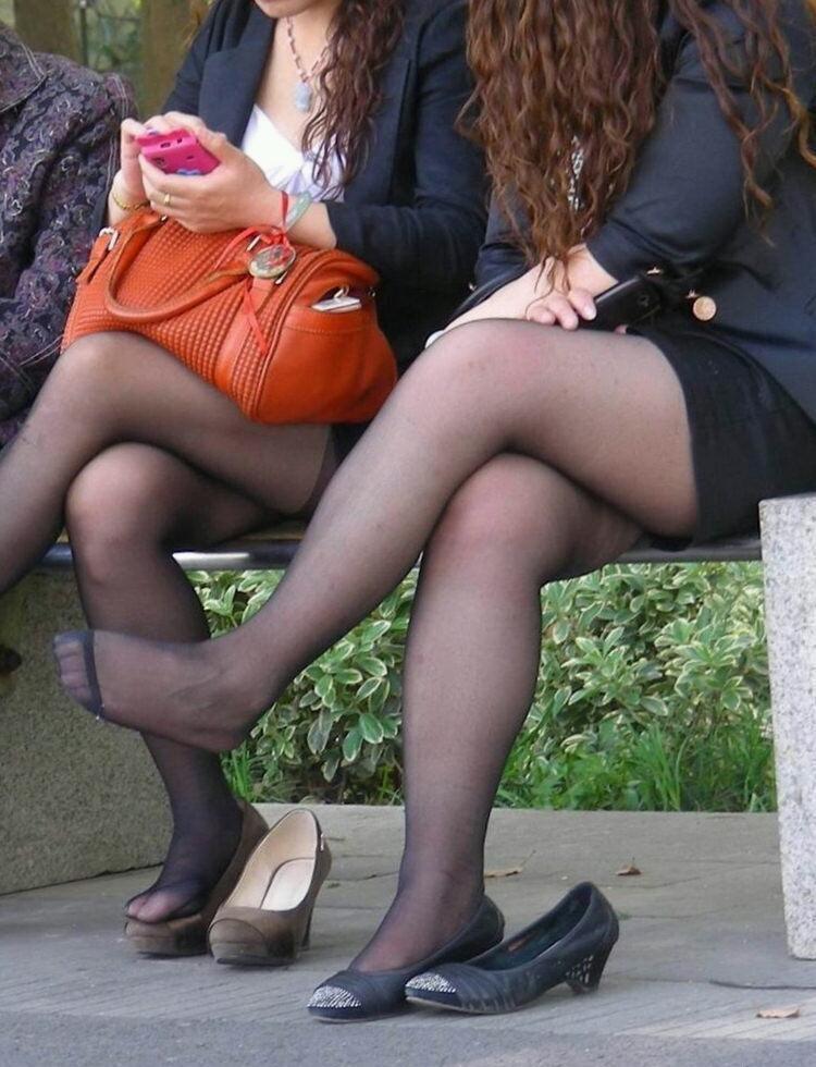 【OLパンストエロ動画】街を歩く制服OLのパンスト美脚を隠し撮り! 74