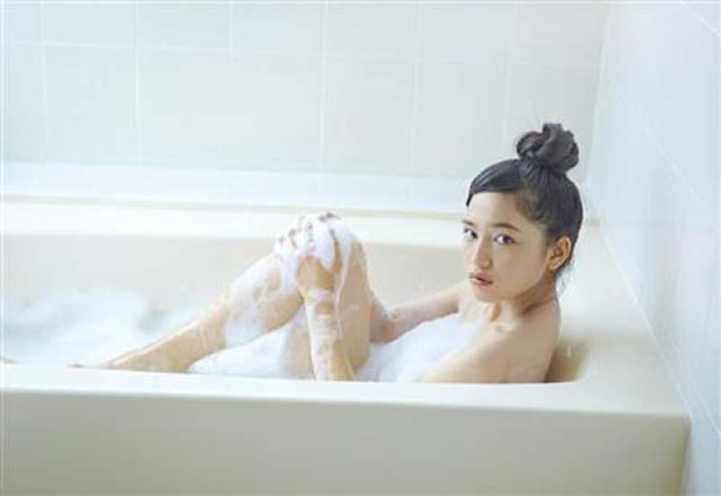 【川口春奈グラビア画像】今では水着姿を見せなくなった女優の貴重なビキニ姿