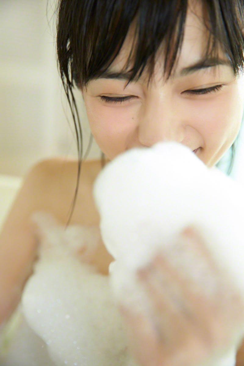 【川口春奈グラビア画像】今では水着姿を見せなくなった女優の貴重なビキニ姿 19