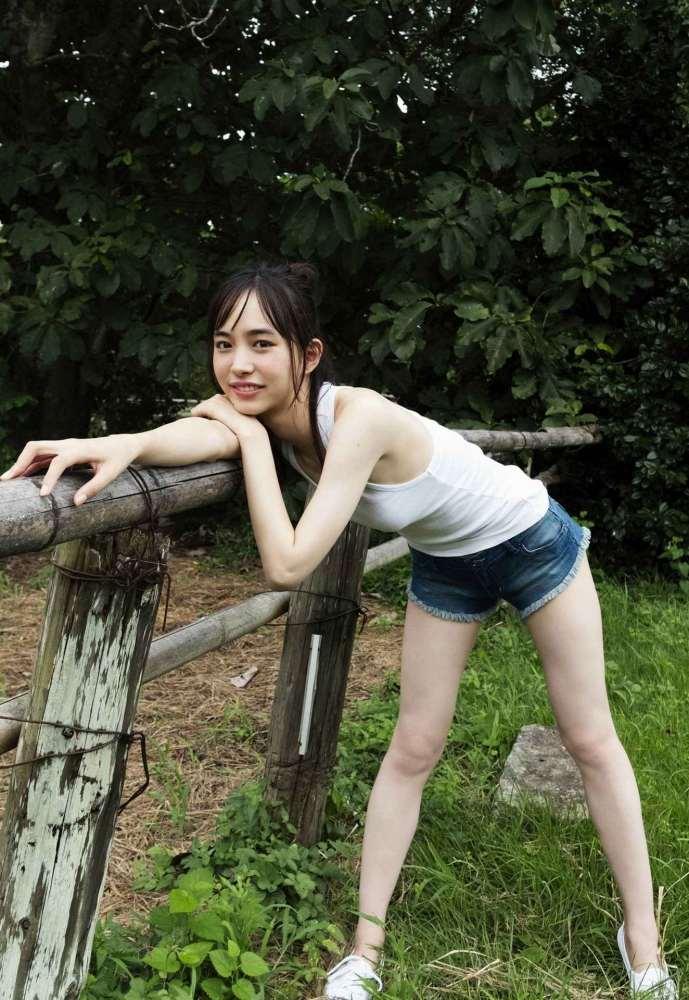 【井桁弘恵グラビア画像】仮面ライダーゼロワンでメインキャストに抜擢された美人女優 17