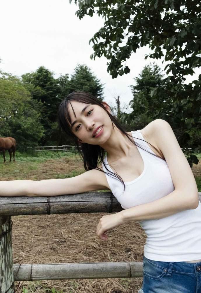 【井桁弘恵グラビア画像】仮面ライダーゼロワンでメインキャストに抜擢された美人女優 19
