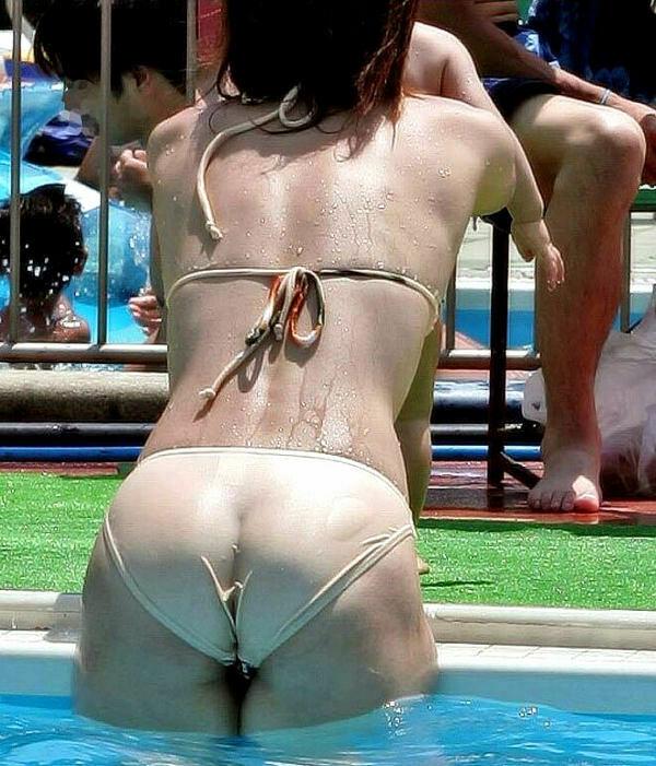 【水着盗撮画像】コロナ自粛でビキニ水着ギャルが見られないならせめてネットで見るかw 08
