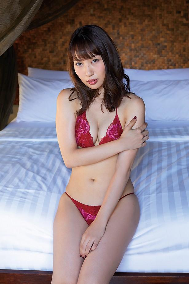 【増田有華エロ画像】視線と谷間がめちゃくちゃセクシーな元AKB48アイドル 10