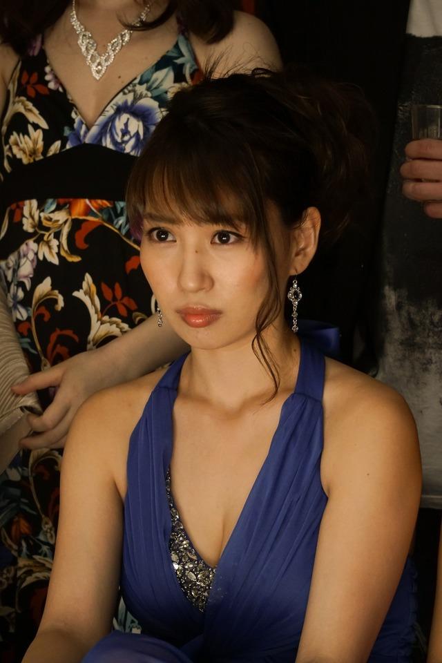 【増田有華エロ画像】視線と谷間がめちゃくちゃセクシーな元AKB48アイドル 12