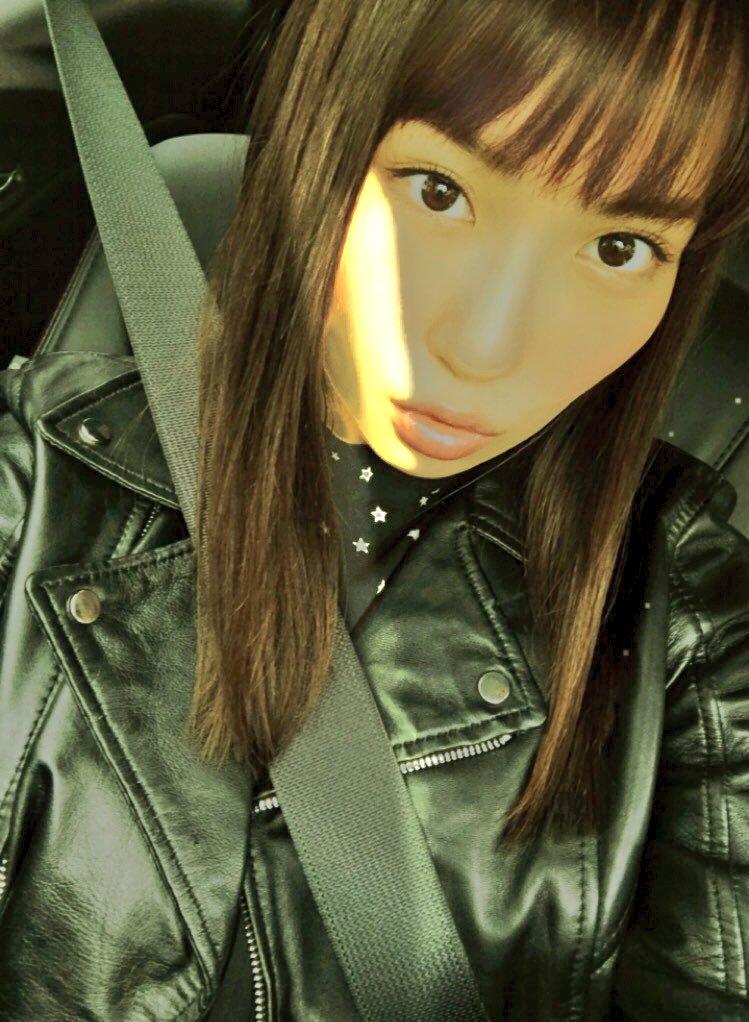 【増田有華エロ画像】視線と谷間がめちゃくちゃセクシーな元AKB48アイドル 25