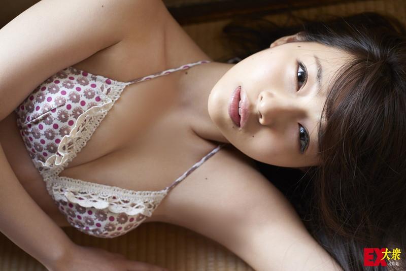 【村瀬紗英エロ画像】ファースト写真集が重版するほど大人気なNMB48アイドル!