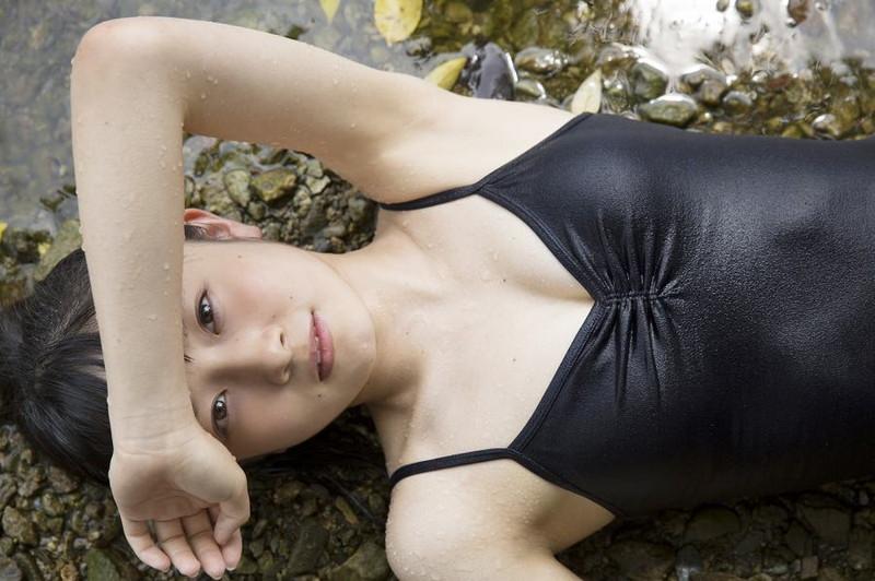 【森戸知沙希エロ画像】モー娘14期美少女アイドルのまだ幼さが残るグラビア写真 04