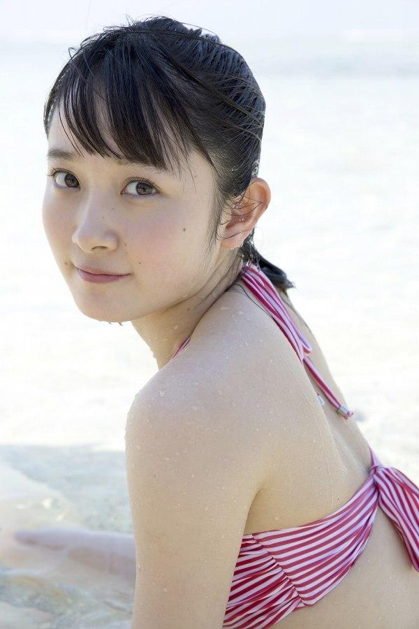 【森戸知沙希エロ画像】モー娘14期美少女アイドルのまだ幼さが残るグラビア写真 31