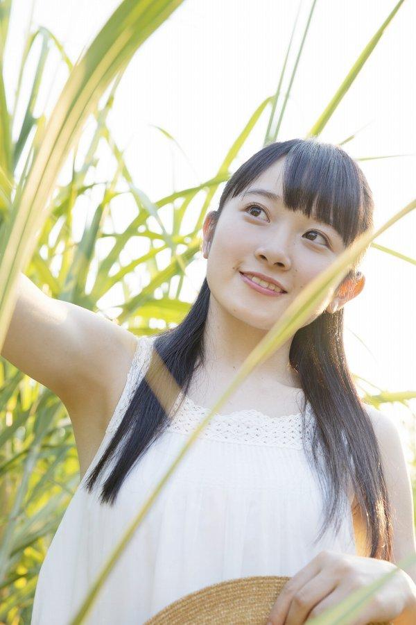 【森戸知沙希エロ画像】モー娘14期美少女アイドルのまだ幼さが残るグラビア写真 56
