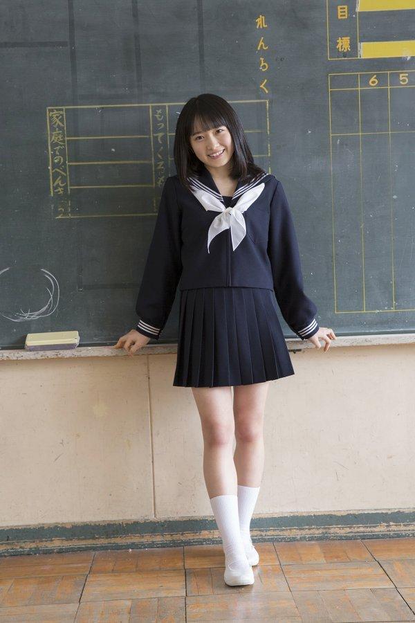 【森戸知沙希エロ画像】モー娘14期美少女アイドルのまだ幼さが残るグラビア写真 57