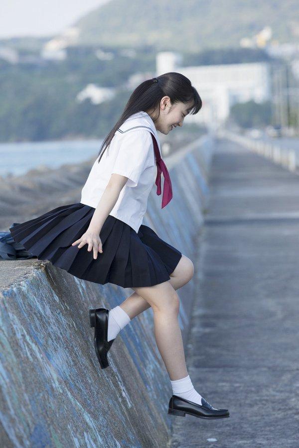 【森戸知沙希エロ画像】モー娘14期美少女アイドルのまだ幼さが残るグラビア写真 59