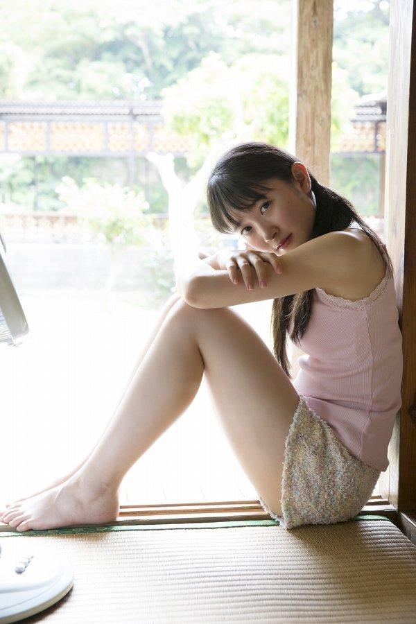 【森戸知沙希エロ画像】モー娘14期美少女アイドルのまだ幼さが残るグラビア写真 63