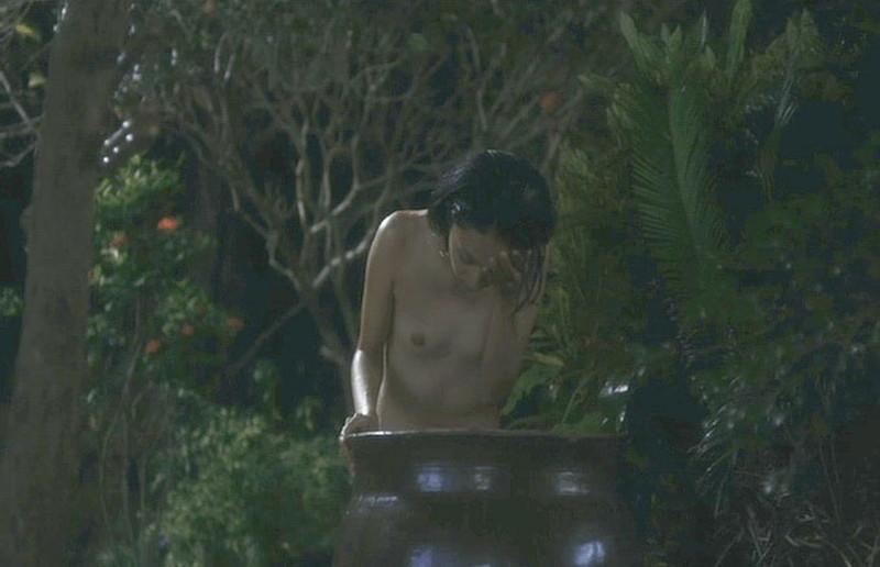 【満島ひかり濡れ場画像】貧乳を全開でバッチリ見せながら行水するエロシーン 41