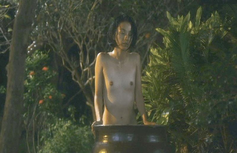 【満島ひかり濡れ場画像】貧乳を全開でバッチリ見せながら行水するエロシーン 61