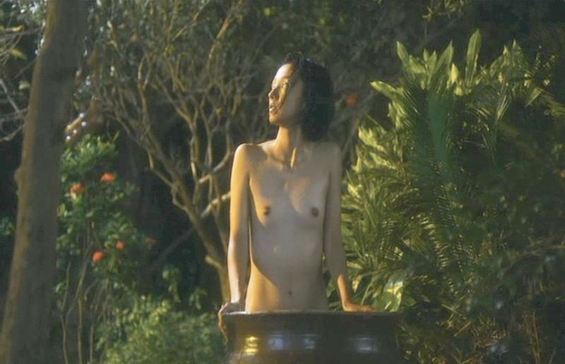 【満島ひかり濡れ場画像】貧乳を全開でバッチリ見せながら行水するエロシーン 63