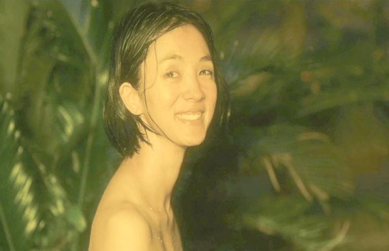 【満島ひかり濡れ場画像】貧乳を全開でバッチリ見せながら行水するエロシーン 65
