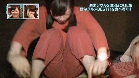 【ハプニングマンスジ画像】タレントやアスリートの股間が食い込んでワレメが見えちゃった! 05