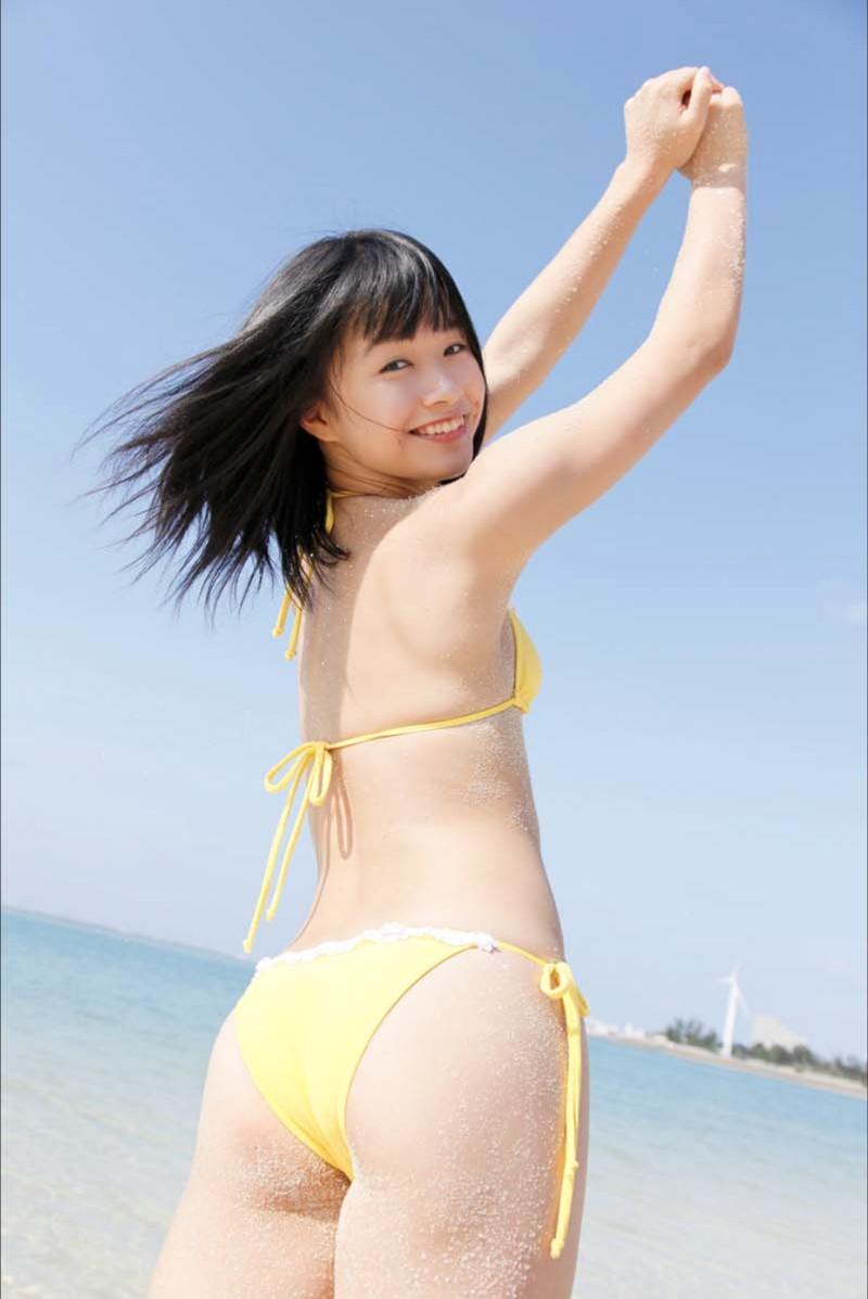 【百川晴香グラビア画像】Bカップ微乳の美少女グラドルが乳寄せすると意外と大きいw 04