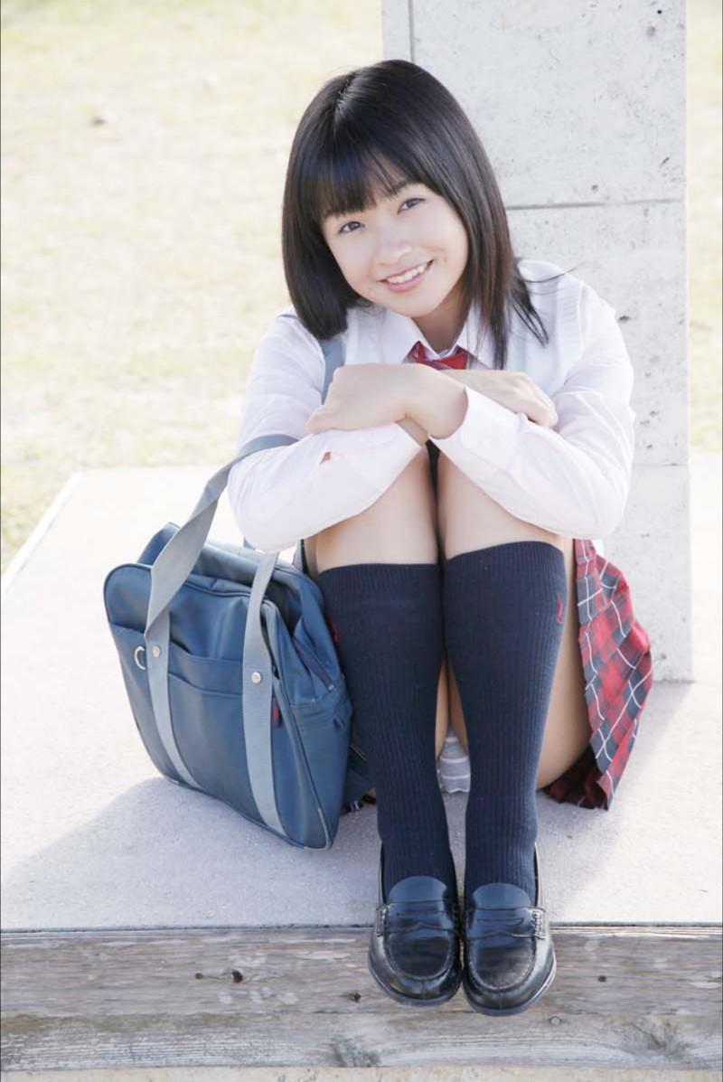 【百川晴香グラビア画像】Bカップ微乳の美少女グラドルが乳寄せすると意外と大きいw 07