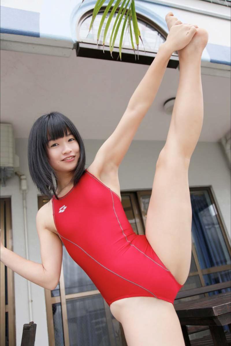 【百川晴香グラビア画像】Bカップ微乳の美少女グラドルが乳寄せすると意外と大きいw 17