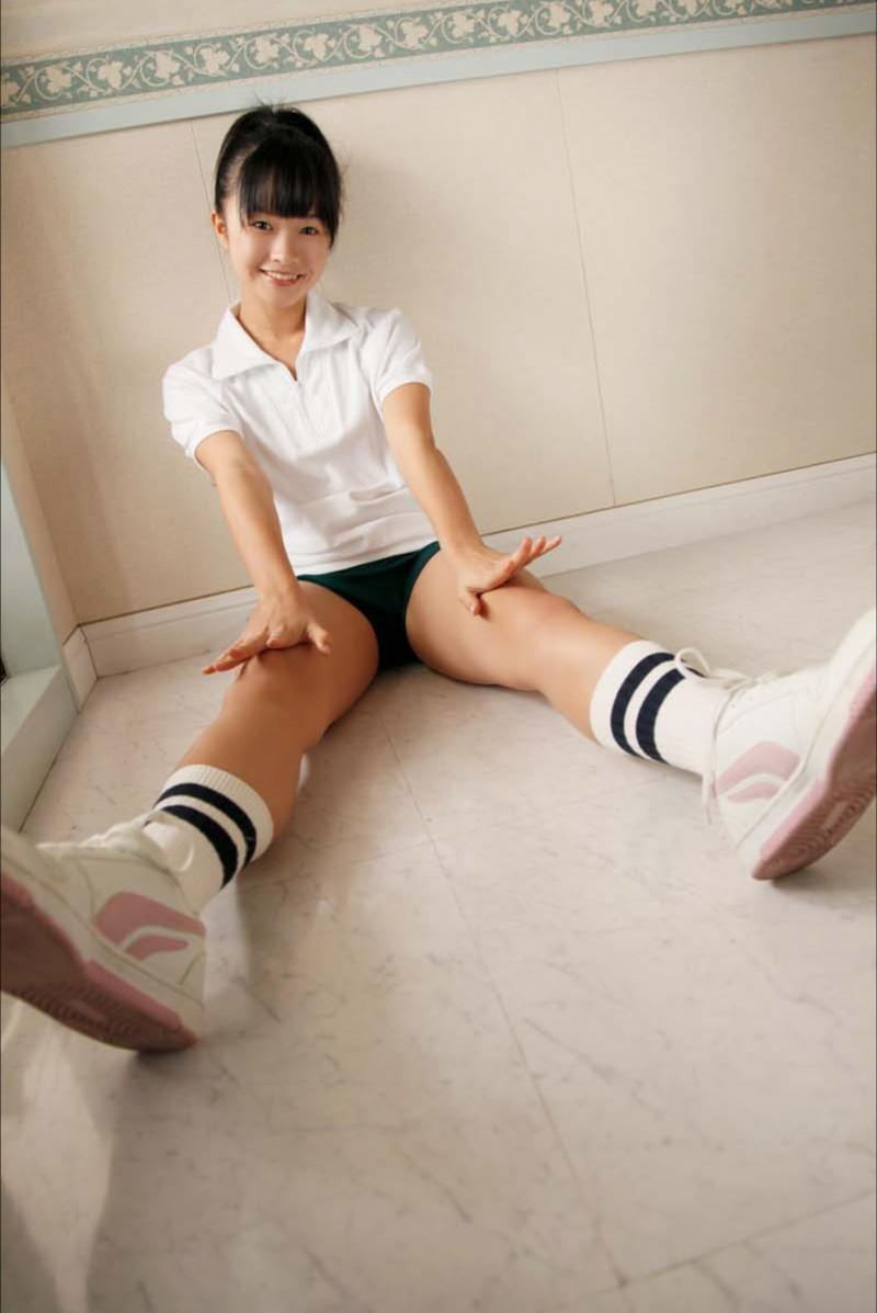【百川晴香グラビア画像】Bカップ微乳の美少女グラドルが乳寄せすると意外と大きいw 23