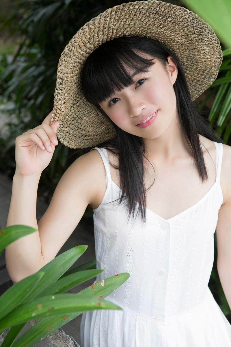 【百川晴香グラビア画像】Bカップ微乳の美少女グラドルが乳寄せすると意外と大きいw 32