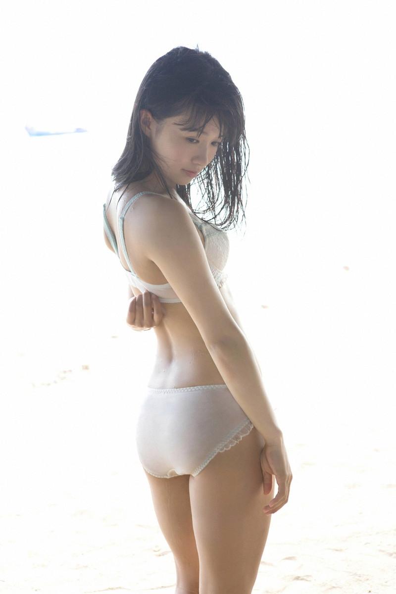【百川晴香グラビア画像】Bカップ微乳の美少女グラドルが乳寄せすると意外と大きいw 49