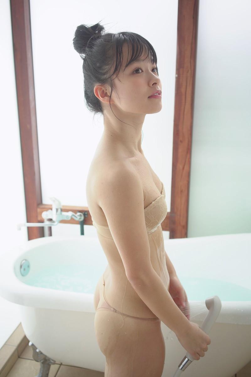 【百川晴香グラビア画像】Bカップ微乳の美少女グラドルが乳寄せすると意外と大きいw 58