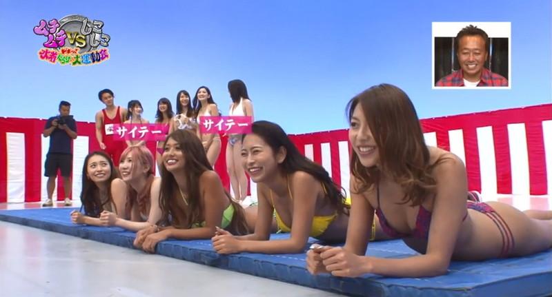 【キャプエロ画像】さまぁ~ずの番組で観られた美女たちのチラリエロシーン 51