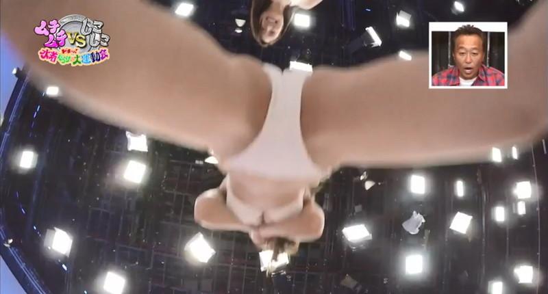 【キャプエロ画像】さまぁ~ずの番組で観られた美女たちのチラリエロシーン 58