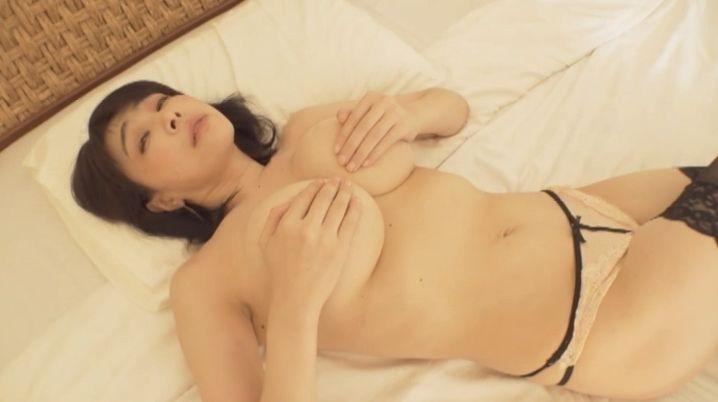 【松坂南濡れ場画像】AVみたいなセックスシーンを撮ってるLカップ爆乳グラドル 36