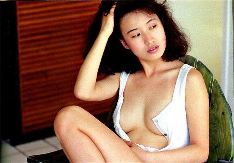 【森口博子お宝画像】ガンダム歌手として人気の歌姫が昔撮ってたセミヌード!