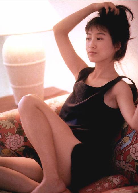 【森口博子お宝画像】ガンダム歌手として人気の歌姫が昔撮ってたセミヌード! 16