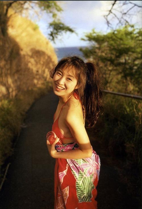 【森口博子お宝画像】ガンダム歌手として人気の歌姫が昔撮ってたセミヌード! 17